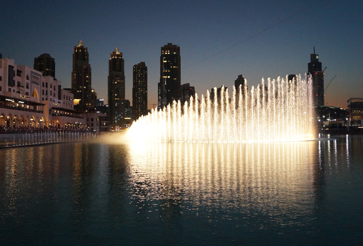 Dubai, Urlaub, Was ziehe ich in Dubai an? Dubai was anziehen, Outfitt, Klamotten, Zara Bluse, Bluse, leichte Hose, Wenig Haut, Pull and Bear, Fashion, Blonde, Girl, Bedeckt bei heißem Wetter, Sonne, Dubai Mall, Burj Kalifa, Höchstes Gebäude der Welt